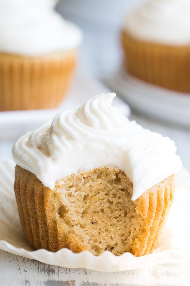 Receita de Cupcake de Baunilha Simples e Fácil